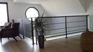 s curit enfant escalier le filet de s curit enfant escalier prot ge contre le risque de chute. Black Bedroom Furniture Sets. Home Design Ideas