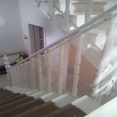 s curit enfant dans l 39 escalier filet de protection. Black Bedroom Furniture Sets. Home Design Ideas