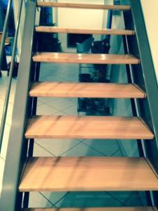 s curit enfant escalier sans contremarches le filet sous escalier protection enfant. Black Bedroom Furniture Sets. Home Design Ideas